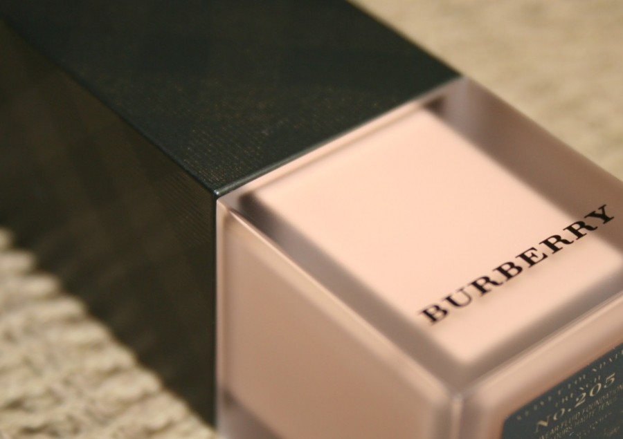 Burberry Velvet Foundation (2)